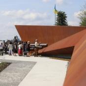 У Львові у День Державного Прапора України відкрили перший в Україні Меморіал пам'яті Героїв Небесної Сотні